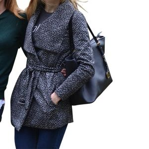 EUC 🎉 Belted BR Patterned Trench 😍